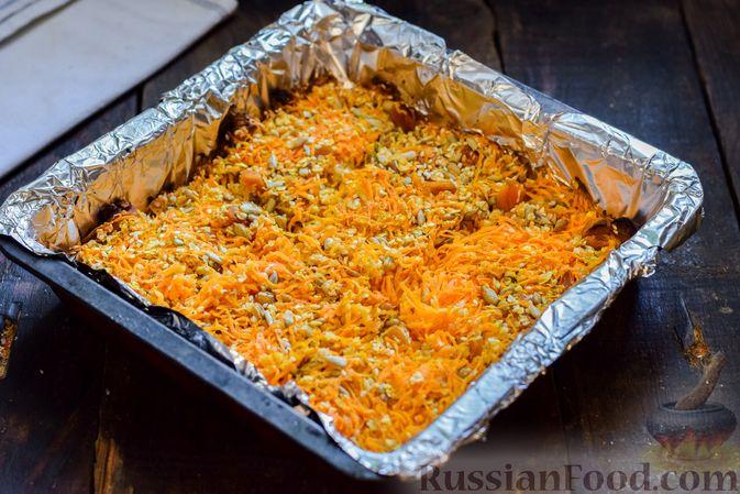 Фото приготовления рецепта: Десерт из моркови с курагой, овсяными хлопьями и семечками - шаг №8