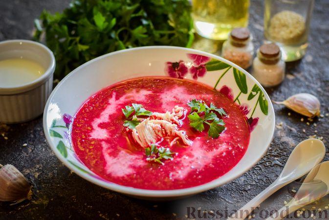 Фото к рецепту: Крем-суп из свеклы с кабачком и куриной грудкой