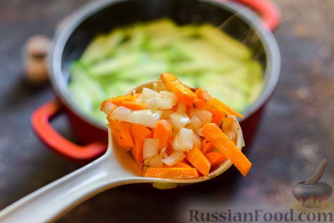 Фото приготовления рецепта: Крем-суп из свеклы с кабачком и куриной грудкой - шаг №10