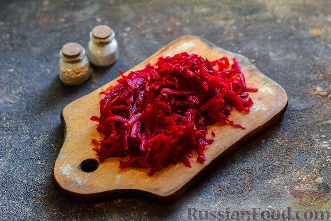 Фото приготовления рецепта: Крем-суп из свеклы с кабачком и куриной грудкой - шаг №11