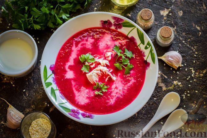 Фото приготовления рецепта: Крем-суп из свеклы с кабачком и куриной грудкой - шаг №17