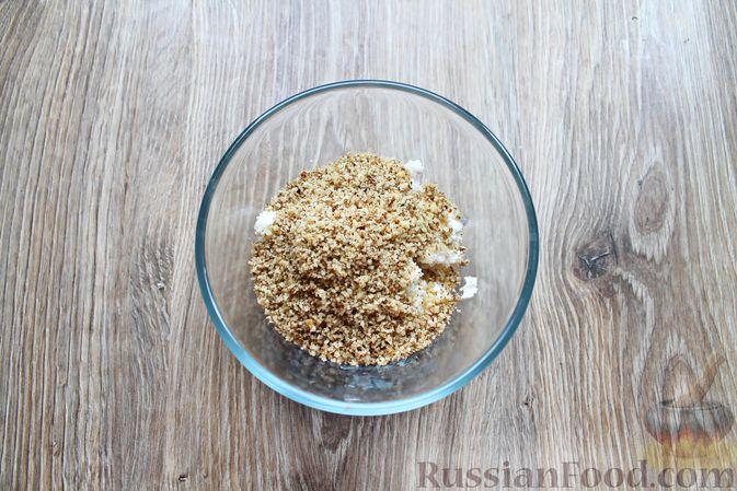 Фото приготовления рецепта: Баклажаны, фаршированные сыром и орехами - шаг №4
