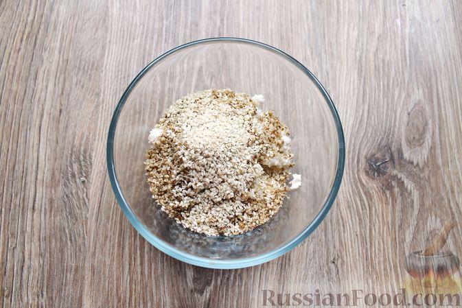 Фото приготовления рецепта: Баклажаны, фаршированные сыром и орехами - шаг №5