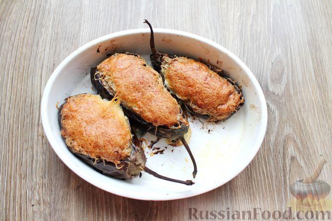Фото приготовления рецепта: Баклажаны, фаршированные сыром и орехами - шаг №15