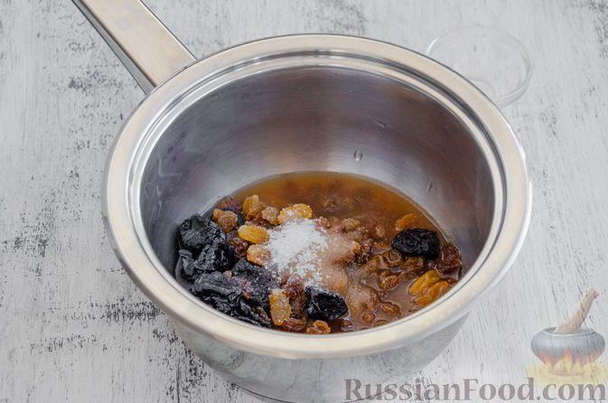 Фото приготовления рецепта: Конфеты из овсяных хлопьев с изюмом, черносливом и орехами - шаг №3