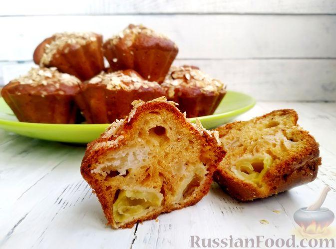 Фото приготовления рецепта: Маффины на кефире, с яблоками, овсяными хлопьями и корицей - шаг №10
