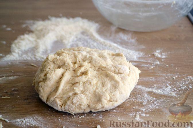 Фото приготовления рецепта: Пшеничный хлеб на кефире - шаг №4