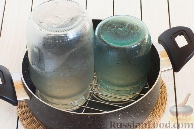 Фото приготовления рецепта: Помидоры в томатном соке на зиму - шаг №4