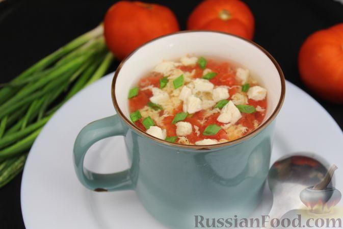 Фото к рецепту: Куриный суп с помидорами и яйцами