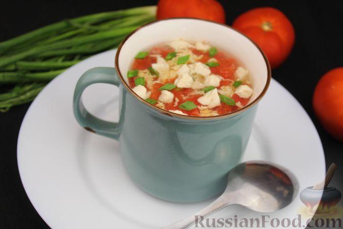 Фото приготовления рецепта: Куриный суп с помидорами и яйцами - шаг №9