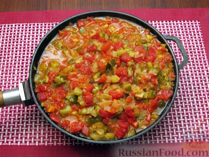Фото приготовления рецепта: Томатный релиш с маринованными огурцами - шаг №8