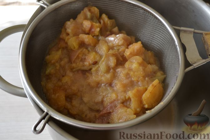 Фото приготовления рецепта: Яблочное пюре на зиму - шаг №6