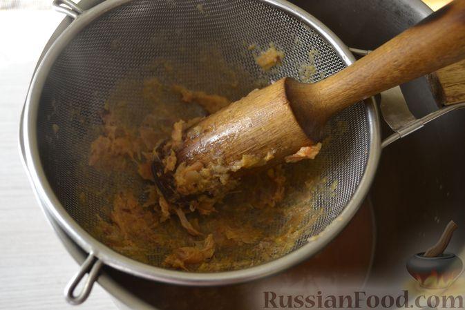 Фото приготовления рецепта: Яблочное пюре на зиму - шаг №7