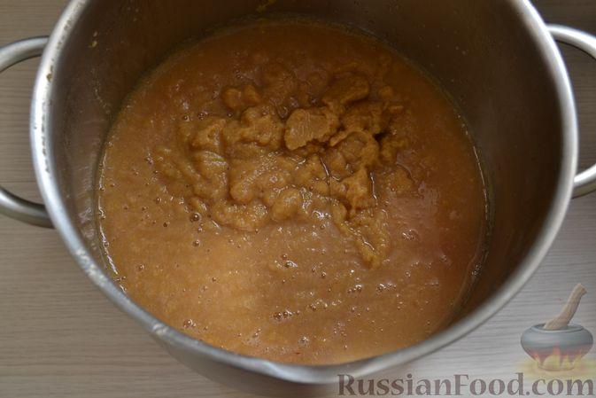 Фото приготовления рецепта: Яблочное пюре на зиму - шаг №8