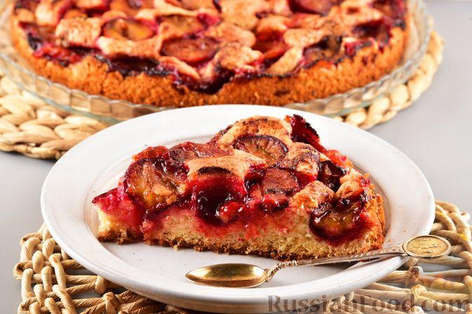 Фото к рецепту: Песочный пирог со сливами и корицей