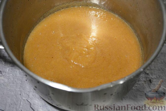 Фото приготовления рецепта: Яблочное пюре на зиму - шаг №10