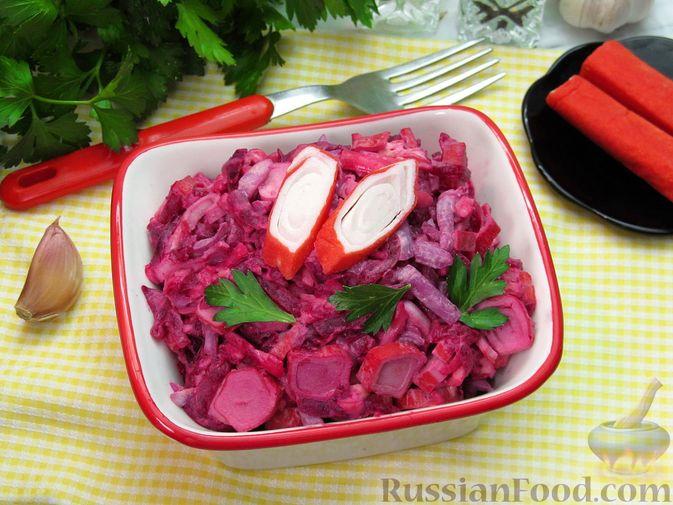 Фото приготовления рецепта: Салат со свёклой, крабовыми палочками и сыром - шаг №11