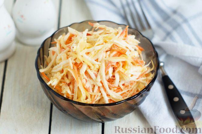 Фото к рецепту: Салат из сельдерея с морковью и сыром