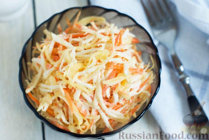 Фото приготовления рецепта: Салат из сельдерея с морковью и сыром - шаг №6