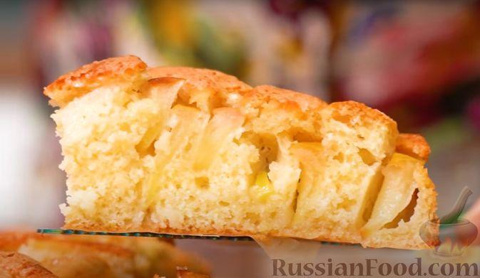 Фото к рецепту: Яблочный пирог на скорую руку