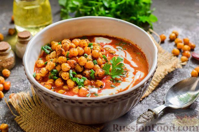 Фото к рецепту: Пряный свекольный крем-суп с обжаренным нутом