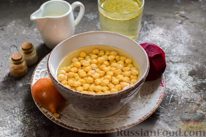 Фото приготовления рецепта: Пряный свекольный крем-суп с обжаренным нутом - шаг №1