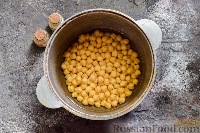 Фото приготовления рецепта: Пряный свекольный крем-суп с обжаренным нутом - шаг №2