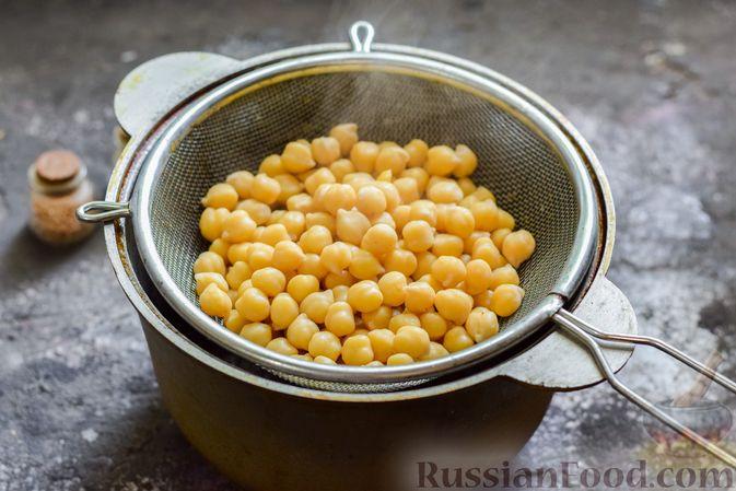 Фото приготовления рецепта: Пряный свекольный крем-суп с обжаренным нутом - шаг №3
