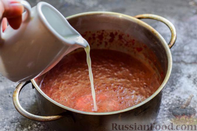 Фото приготовления рецепта: Пряный свекольный крем-суп с обжаренным нутом - шаг №12