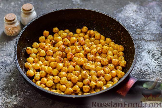 Фото приготовления рецепта: Пряный свекольный крем-суп с обжаренным нутом - шаг №5