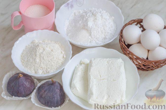 Фото приготовления рецепта: Бисквитный рулет с творогом и инжиром - шаг №1