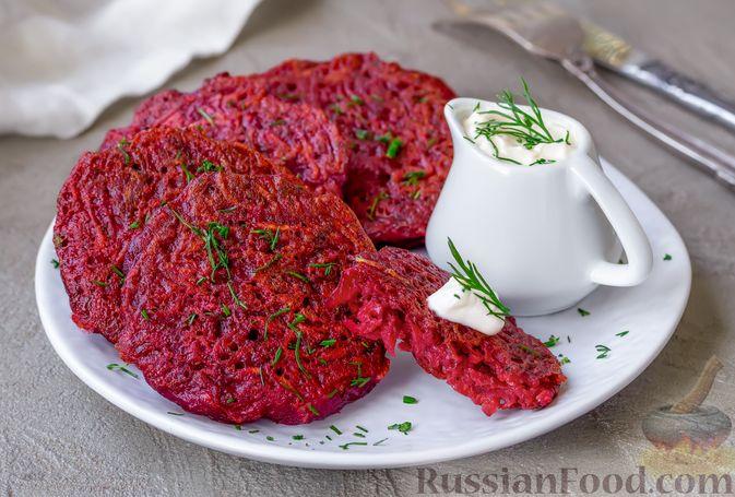 Фото к рецепту: Драники из свеклы и картофеля