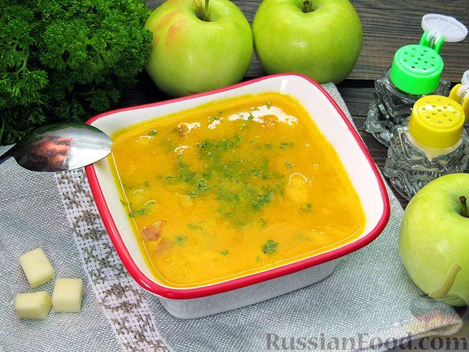 Фото к рецепту: Морковный суп-пюре с яблоками и моцареллой