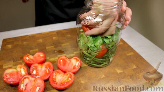 Фото приготовления рецепта: Закуска из томатов по-астрахански - шаг №7