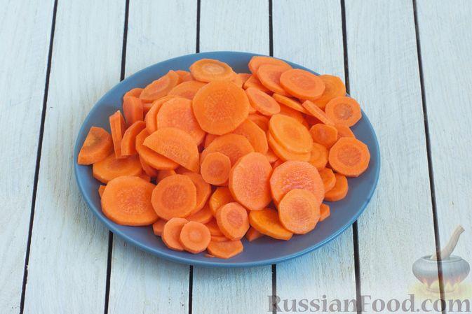 Фото приготовления рецепта: Тушёная морковь с паприкой и кумином - шаг №2