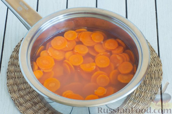 Фото приготовления рецепта: Тушёная морковь с паприкой и кумином - шаг №3