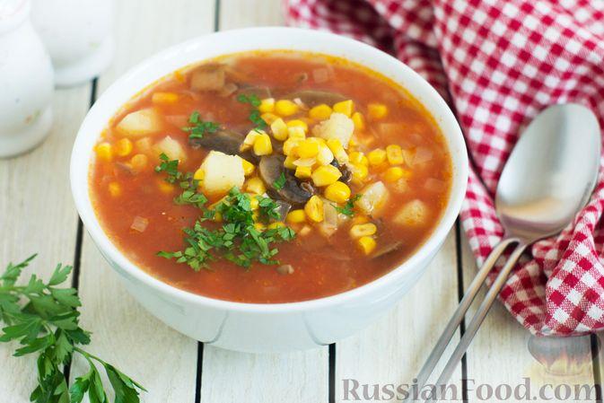 Фото к рецепту: Овощной суп с помидорами, шампиньонами и кукурузой