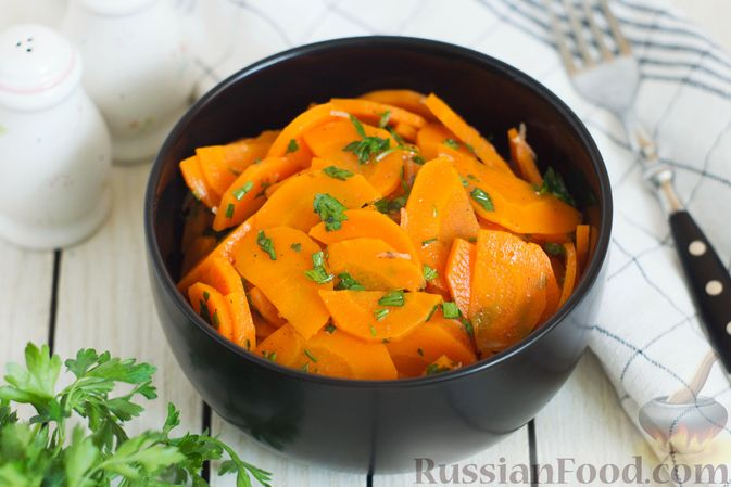 Фото к рецепту: Острая закуска из моркови, в маринаде из лимонного сока, оливкового масла и пряностей