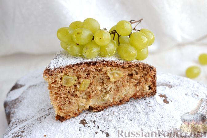 Фото приготовления рецепта: Кекс на йогурте, с виноградом, овсяными хлопьями и пряностями - шаг №13