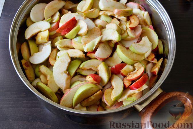 Фото приготовления рецепта: Джем из белого винограда и яблок на зиму - шаг №3