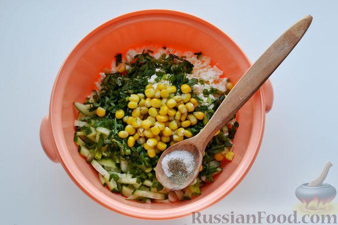 Фото приготовления рецепта: Конвертики из лаваша с творогом, кукурузой, огурцом и зеленью - шаг №6