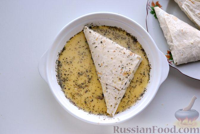 Фото приготовления рецепта: Конвертики из лаваша с творогом, кукурузой, огурцом и зеленью - шаг №15