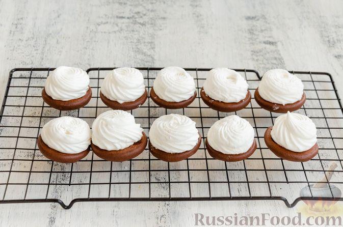 Фото приготовления рецепта: Шоколадные пирожные с зефиром - шаг №10