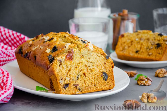 Фото к рецепту: Медовый кекс с сухофруктами, орехами и пряностями (без сахара)