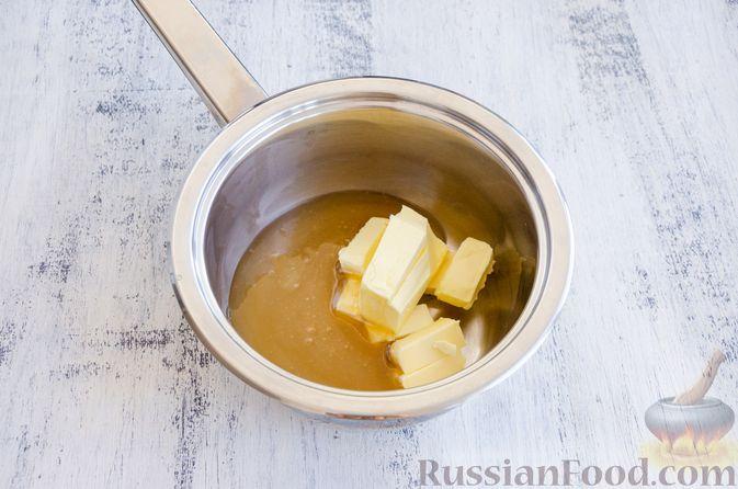 Фото приготовления рецепта: Медовый кекс с сухофруктами, орехами и пряностями (без сахара) - шаг №4