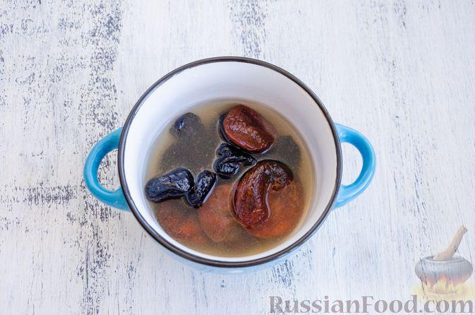 Фото приготовления рецепта: Медовый кекс с сухофруктами, орехами и пряностями (без сахара) - шаг №2
