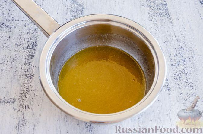 Фото приготовления рецепта: Медовый кекс с сухофруктами, орехами и пряностями (без сахара) - шаг №5