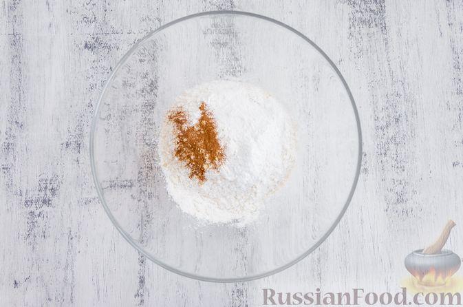 Фото приготовления рецепта: Медовый кекс с сухофруктами, орехами и пряностями (без сахара) - шаг №6