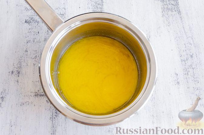 Фото приготовления рецепта: Медовый кекс с сухофруктами, орехами и пряностями (без сахара) - шаг №7