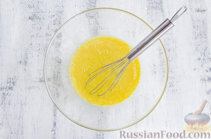 Фото приготовления рецепта: Медовый кекс с сухофруктами, орехами и пряностями (без сахара) - шаг №8